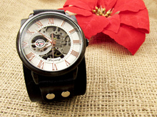 Механичен часовник с кожена каишка