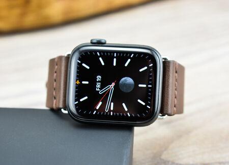 Каишка за Apple Watch Ръчно Зашита